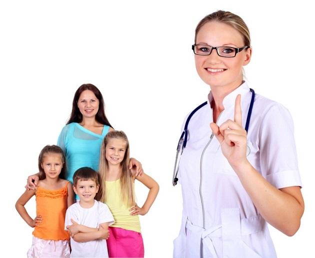 Семья с детьми и врач