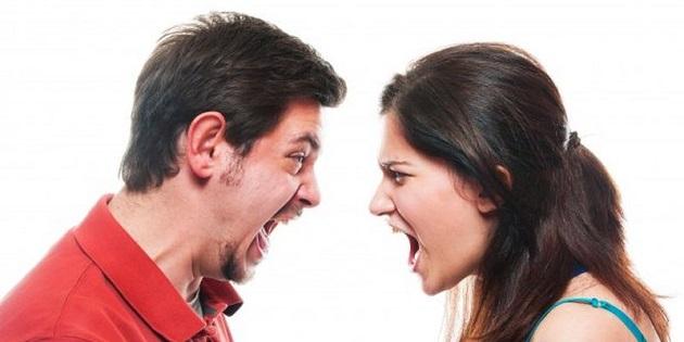 Эмоциональные мужчина и женщина